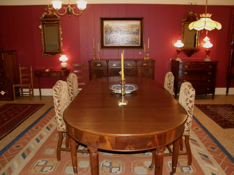 Solid mahogany dining room table gates antiques ltd for Mahogany dining room