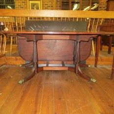 Drop-Leaf-Table